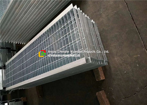 Angle Bar Welded Steel Grating , Reinforced Concrete Areas Heavy Duty Bar Grating